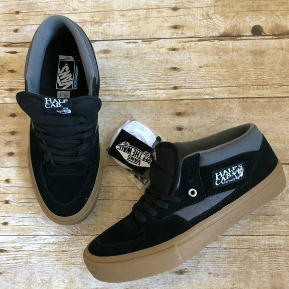 cad6a16ac7 Vans (NEW) half cab skate shoes in sz 9.5